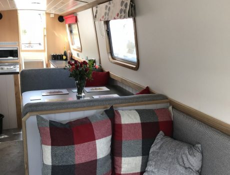Traditional 'Pullman' Dinette
